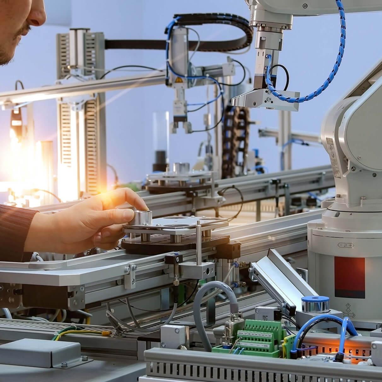 L'homme et l'usine du futur :  la cobotique, clé de la réussite ?